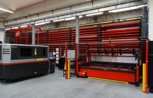 """To install the automated warehouse Amada CS 300 II it was necessary """"to extend"""" the Crema factory of Agardi."""