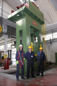 Technicians of F.lli Nava standing in front of the new 600-ton press in installation phase at the Steel Form Group factory of Vignate (MI).