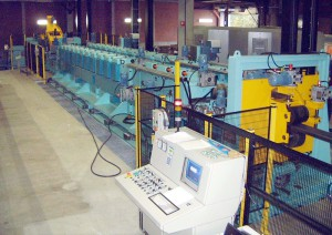 Flexile (self-configuring) roll forming machine for truck beams.
