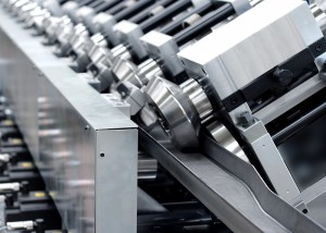 Roll forming machine for variable U-section beams for light commercial vehicles.