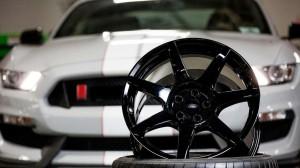gt350r-wheels-carbon@2x