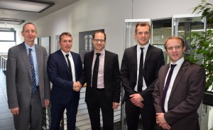 C 0 Christoph Hauck and Stefan Auernhammer at the signing of the agreement with Dr Thomas Brockhoff, Gerd Weber and Dr Kai Schimanski