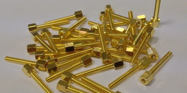 Fig_01: Gold-plating treatment of stainless steel calibration screws for the aerospace sector.